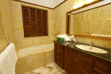 Villa 1 - Bathroom 2