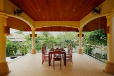 Villa 2 - Poolside Dining