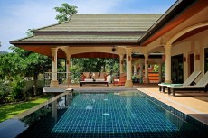 Villa 2 - Covered Poolside Area